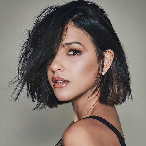 Short Hair Brunette Webcam