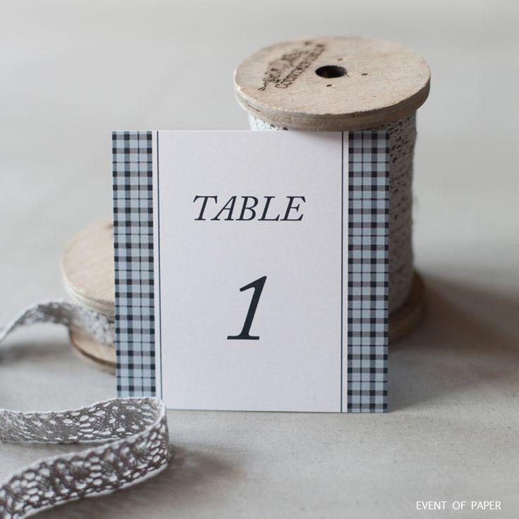 Nom de table bleu british SUZANNE ET AUGUSTE. i votre thème de mariage s'inspire de l'élégance anglaise, le marque-place Suzanne et Auguste en sera une parfaite illustration. Il saura participer à une harmonie parfaite dans vos décorations de centre de tables. #wedding #anouncement #mariage #heureux #evenement #univers #anglais #motif #ecossé  #chic  #classique #bleu #pastel #doux #nomdetable #nomdetabledelicat #nomdetablesimple #nomdetableaerien #nomdetablegracieux #fairepartlille…