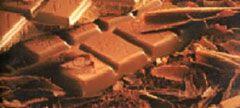 Melkchocolade: bestaat uit minstens 35 % cacaopasta, cacaoboter, melk, suiker, sojalecithine en aroma (meestal vanille).