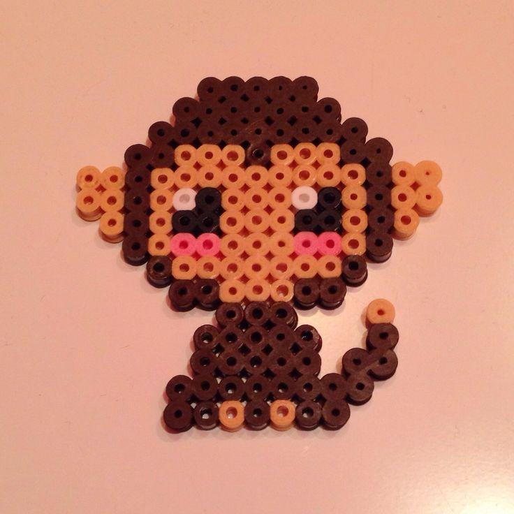 Hama Perler bead monkey by mikagard Donker bruine en lichte bruine strijkparels om dit aapje te kunnen maken #mano