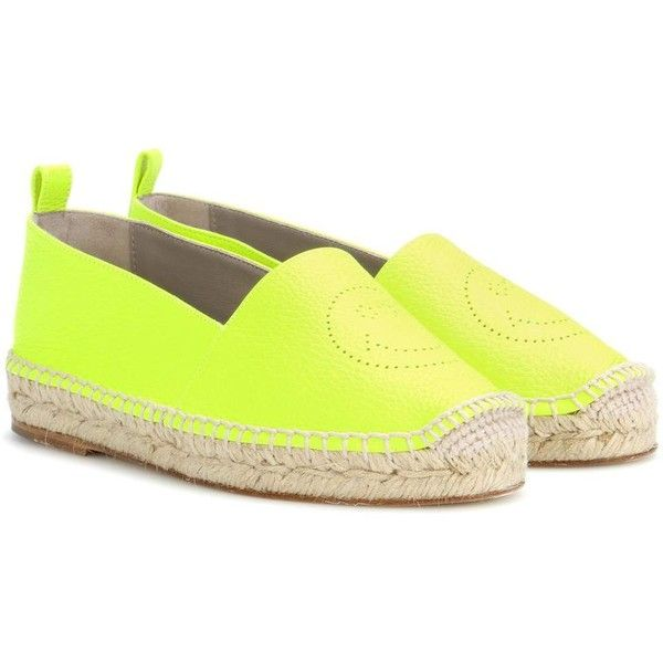 Anya Hindmarch Smiley Leather Espadrilles (1.215.835 COP) ❤ liked on Polyvore featuring shoes, sandals, espadrilles, yellow, anya hindmarch shoes, yellow espadrilles, yellow leather shoes, espadrilles shoes and real leather shoes