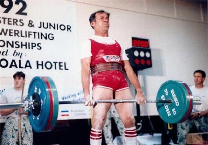 Old - Age - Number - Only Levantador de potencia con récord, Robert Cortes (80 años)