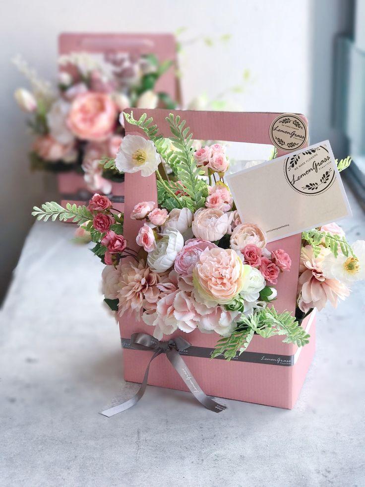 A gift of flowers #lemongrassflower #flower #florist #flowershop #bouquet #bridebouquet #handtied #wedding #lemongrasswedding #花店 #花藝師 #花 #花球