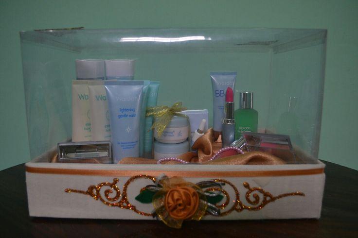 Satu set make up dan perawatan wajah dari Wardah