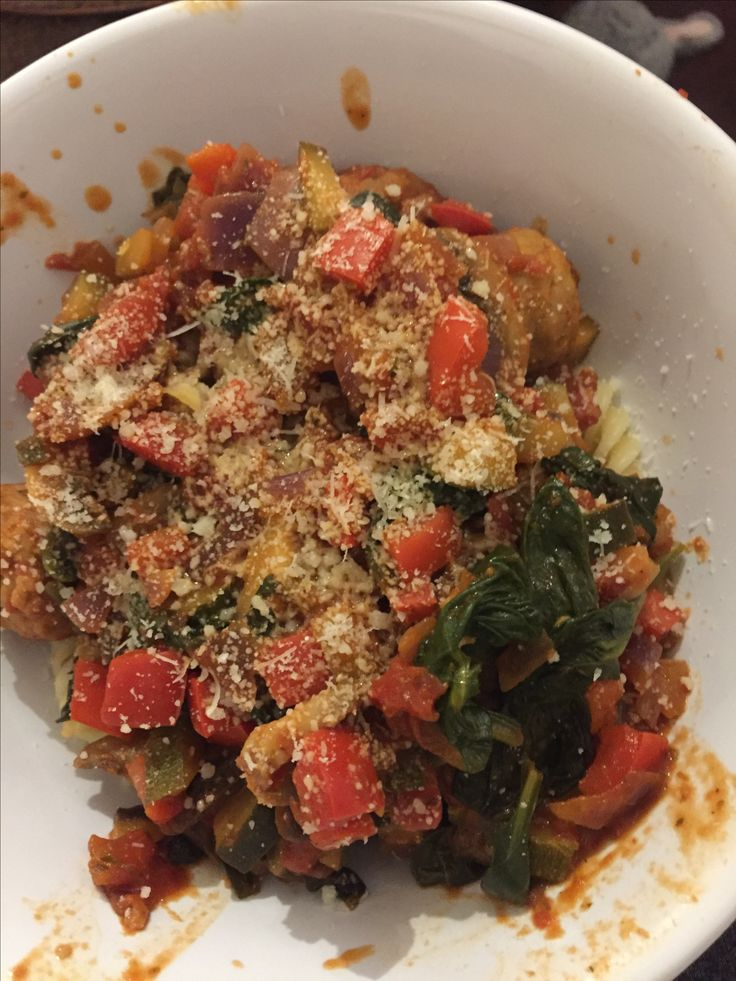 Spinach, mushroom, pepper, courgette and tomato sauce with quorn meatballs 👍