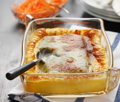 Fyllig gratäng med fisk, hemlagat potatismos och en god dillsås. Gratängen serverar du tillsammans med rivna morötter blandat med citron. En utmärkt gratäng som passar perfekt som middag vilken dag som helst.