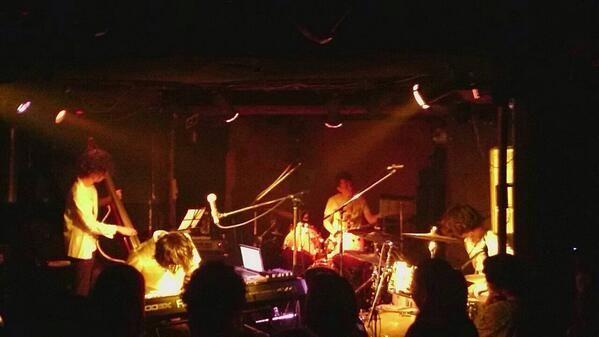 シュローダーヘッズ、ロンドンコーリング3年振りに、出演出来て、良かったです!  ドラム/鈴木浩之、ドラム/番長、ベース/やす、鍵盤/渡辺シュンスケの四人で演奏しました〜。  ツインドラムのコーリングセット、京都熱かったです!