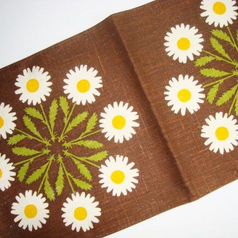 Swedish retro table runner - Frösö Handtryck. #retro #tablerunner #frösöhandtryck #retrobordløber #retrotekstil SOLGT/SOLD on www.TRENDYenser.com.
