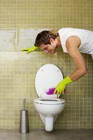 Soluções caseiras para remover manchas de ferrugem em um banheiro