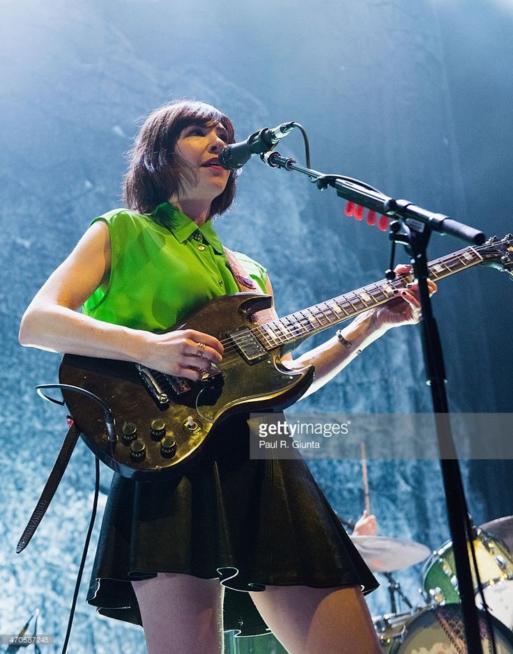 carrie-brownstein-of-sleaterkinney-performs-on-stage-at-the-on-april-picture-id470587248 (802×1024)