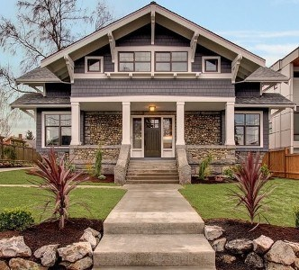 Seattle Craftsman 1908 ... I just LOVE craftsman-style homes....maybe from a previous life...This is by far the most repinned of all my pins.