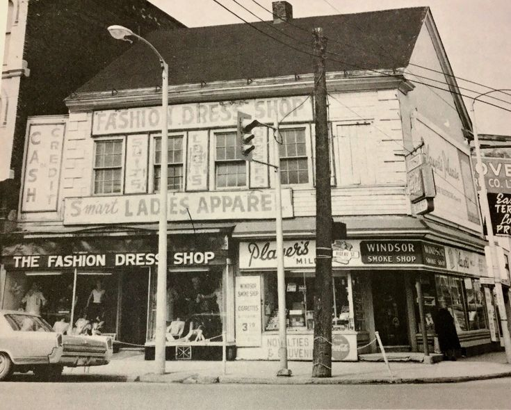 Found this photo at the Ottawa Main Library -  I remember buying a few dresses there in the late 60's at a good price.  Fashion Dress Shop at 159 Rideau, corner of Dalhousie.  You see the Windsor Smoke Shop on the corner, and if you look on the side of Dalhousie you can see part of the sign of the Swedlove Furniture Store