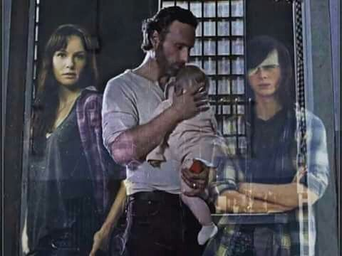 This makes me so sad don't care about Lori I care for the best one carl ...I'm happy he is gone so Enid can't have him and also very very sad