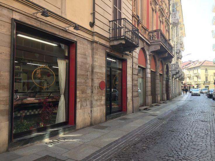 locale commerciale ideale per Macelleria, Rivendita Pasta - Salumi - Formaggi in affitto con due vetrine in via Milano, comodo ai parcheggi, termoautonomo