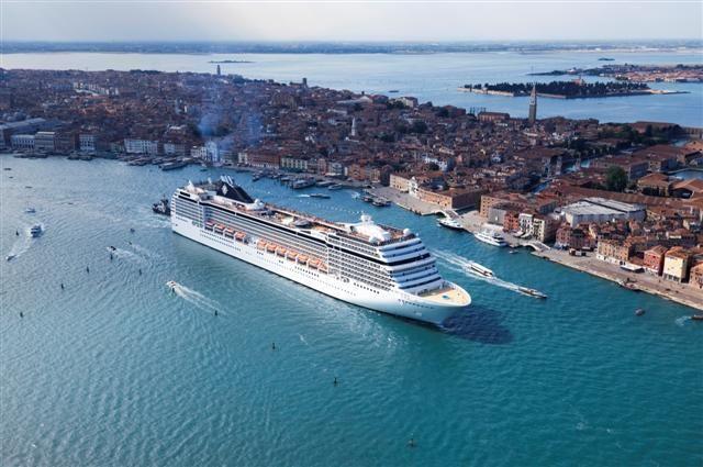 Deluxe gemilerimiz siz misafirlerimizi bekliyor. Ücretsiz danışma hattı; 0850 460 88 11 www.gemiturlari.com.tr