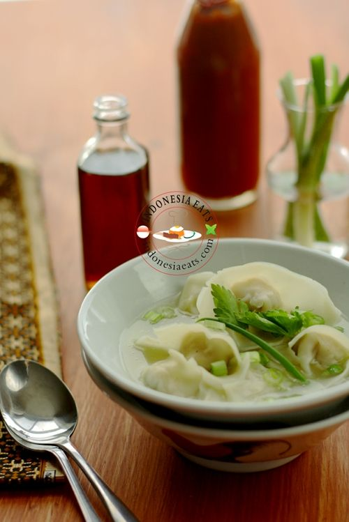 Wonton Soup (Pangsit Kuah).  A Chinese Indonesian food.
