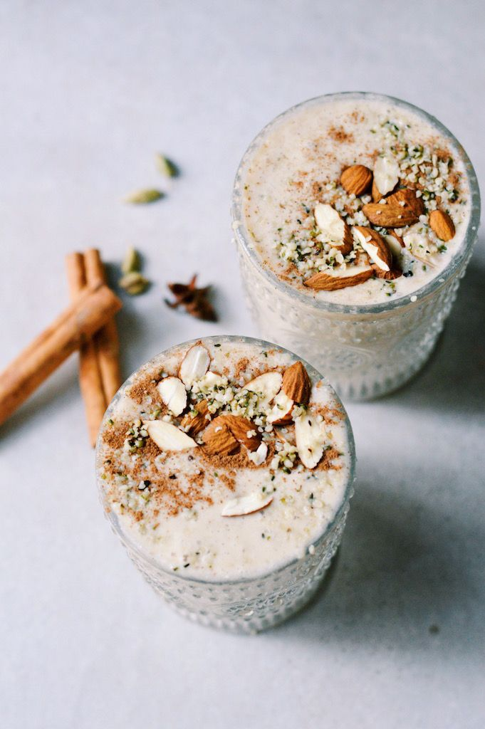 Vanilla & Spice breakfast smoothie!  / This is a perfect recipe for the Christmas holidays! It's a delicious quick breakfast loaded with healthy fats and fibre thatwill keep you feeling satisfied until lunchtime! The spices add a wonde…