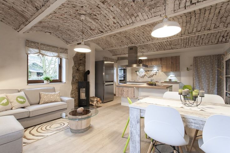 Klenby byly zachovány, strop i obnažené části zdí byly penetrovány, klenby ještě natřené bílou barvou.