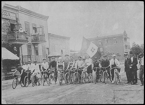 Course de bicyclette 1914 rue Clark et Saint Zotique