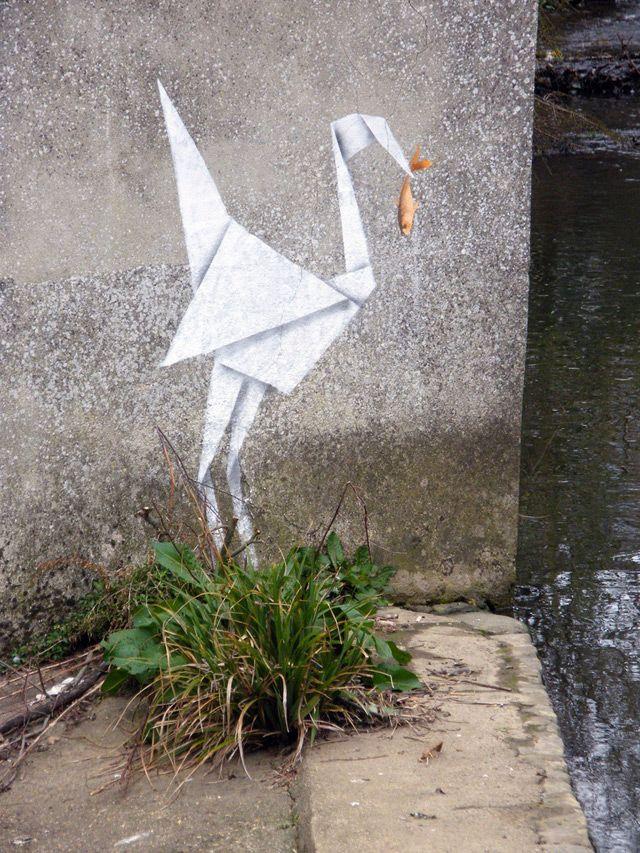 Une nouvelle pièce de Banksy au Royaume-Uni avec cette grue en origami.