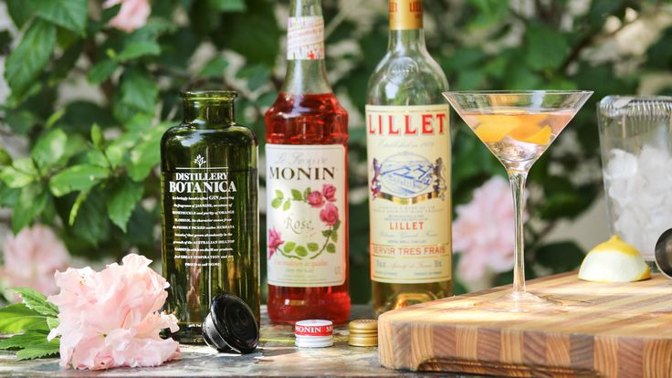 ROSE MARTINI: If you were to make a rose martini, where would you make it? The garden, of course! Mixed using the ultimate garden gin Distillery Botanica, alongside some Lillet Blanc and MONIN Rose Syrup. recipe on the blog.