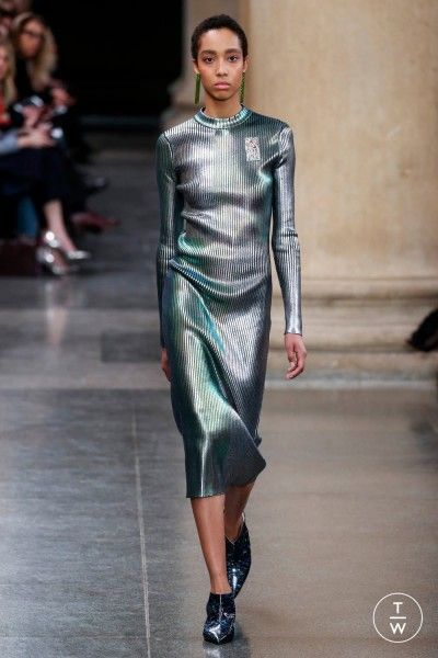 Athleisure seems to shine for poetic, refined, and almost futuristic esthetics. Among its followers, Adidas, Uniqlo as well as Reebok by Cottweiler unveil a common vision of this new kind of elegance. #trend