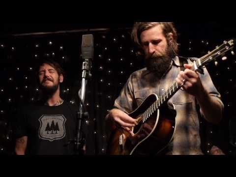 ▶ Band Of Horses - No One's Gonna Love You (Live on KEXP) (these guys are killing me)