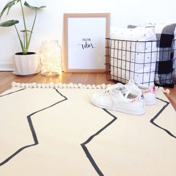 Minimalist rug by Cola's Home on etsy, click the image to buy.
