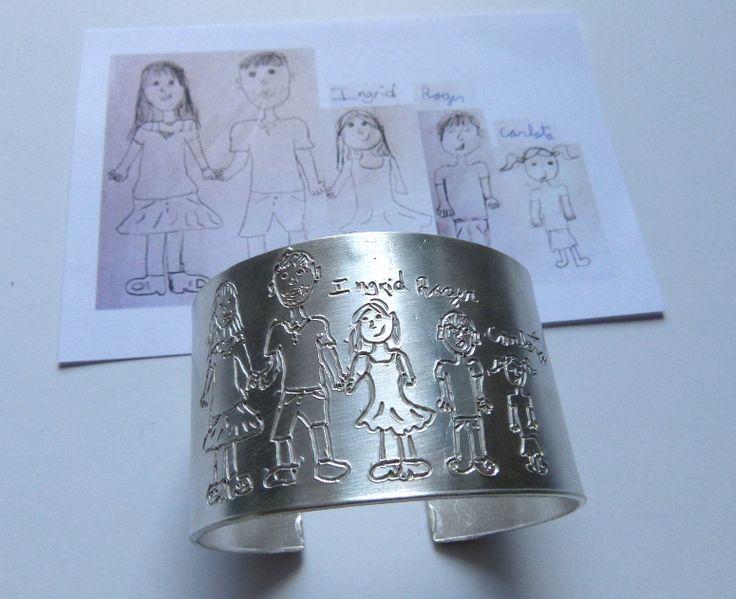 regalo original para mama.  Pulsera personalizada con el dibujo de sus hios ¡ gran regalo ¡ esclava , brazalete . www.munota.com #munota #regalo #personalizado