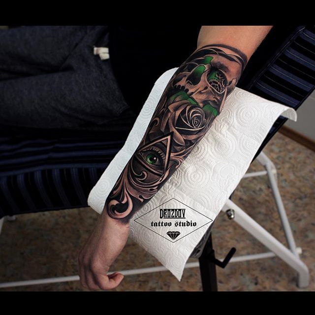 1 сеанс☝️ #drozdovtattoo#tattooinstartmag#tattoostyle#chicano#tattooart#blackandgrey#tattoolife#inkkaddicted#inkdollz#tattooed#style#sleevetattoo#tattoozlife#instatattoo#sullen#tattoos#lowridertattoostudios#goodfellastattio#ink_life#inkeeze#minddlowingtattoos#lifestyletattoo#worldtattoo#tattoos_of_instagram#inkjunkeyz#ru_tattoo#inknationofficial#drozdov_ink