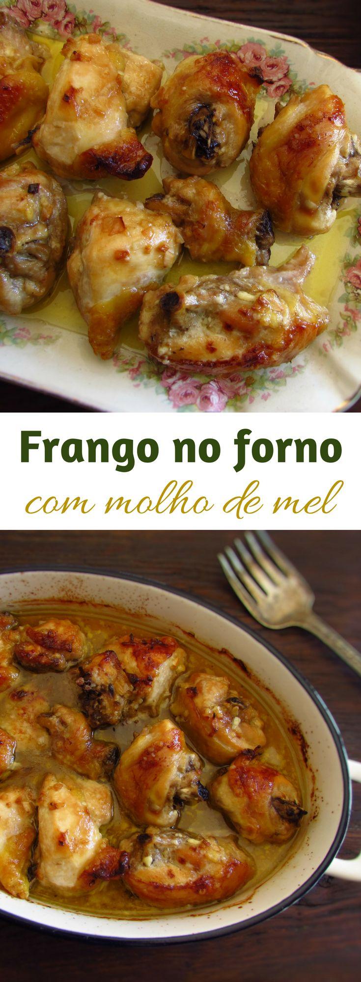 Frango no forno com molho de mel | Food From Portugal. Prepare esta deliciosa receita de frango no forno regado com uma deliciosa mistura de mel, maionese e azeite! É a receita perfeita para um almoço de Domingo em família! Bom apetite!!! #receita #frango #mel #forno