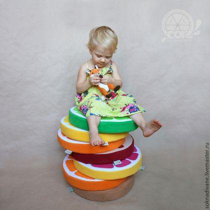 Неудобно сидеть на стуле? А на полу и подоконнике прохладно? - у нас есть решение по обуючиванию ситуации :) - наши Сочные, мягкие, теплые, очень удобные и, что важно, стильные ДОЛЬКИ предназначены для того, чтобы дарить Вам комфорт!  Дети обожают класть их на пол для весёлой игры или комфортного чтения. Ещё супер-Дольками удобно бросаться :) или строить из них - очень захватывающее и развивающее занятие.  А взрослые могут просто положить чудо-Дольку на диван (например, в кухне) - эстетично…