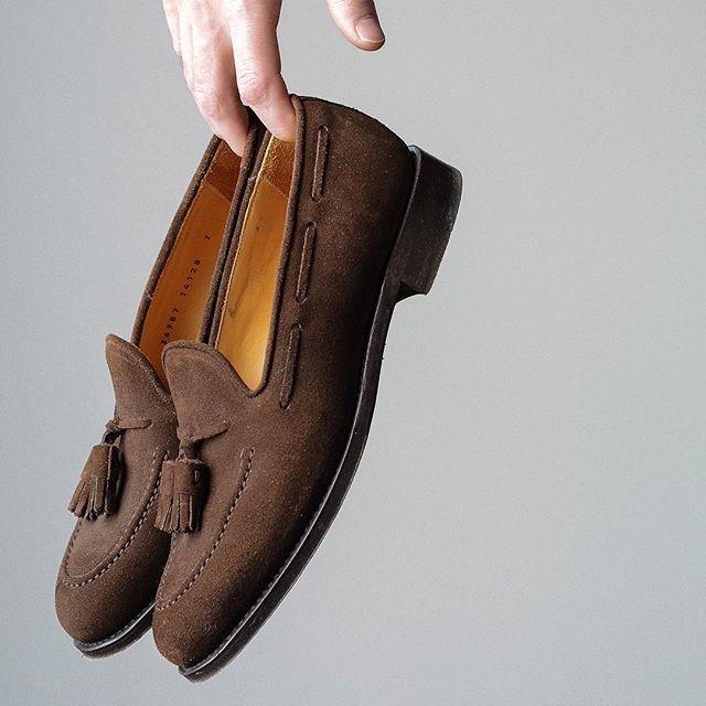 Im the king in these digital streets (of this shot lol). Come at me  . @morjasshoes Petrichor tassel loafer #burzanhands . Time to pick these up for spring gents. . . . #morjas #suede #suedeloafers #tasselloafers #coverbookstyle #dailylast #goodyearwelt #rakish #rakishgent #classicmenswear #stylishmen #menstailoring #stylishgent #madetobeworn #styleforum #mensshoes #mnswr #shoeshine #shineyourshoes #shoegazing #ptoman #shoegazingblog #shoesoftheday #shoestagram #mensweardaily #menswearblog…