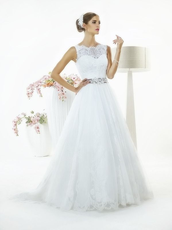 Suknia ślubna Natalie z kolekcji White Butterfly firmy Relevance Bridal. Wedding Gown Penelope from White Butterfly Collection from Relevance Bridal. #SuknieŚlubne #SukniaŚlubna #RelevanceBridal #Ślub #OdzieżDamska  #Wedding #WeddingGown #WeddingDress #Womenwear
