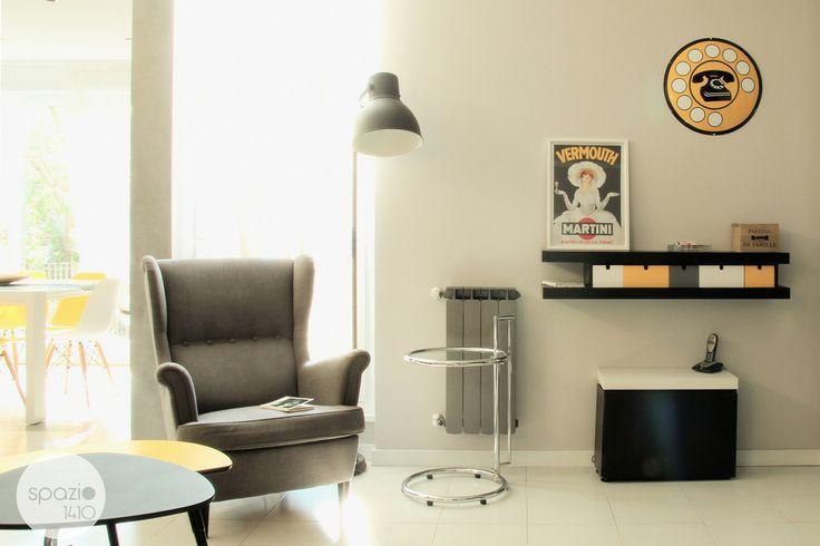 ANGOLO LETTURA :: Grazie all'insegna del telefono e al poster pubblicitario anni '60 si acquista un mood vintage e retrò. #casa #interni #interior #design #home