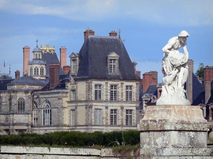 Le Château Fontainebleau a été utilisé par les rois de France du douzième siècle. il était un pavillon de chasse royal. au seizième siècle, il a été transformé par les Francais I. #NouvelleRome #royal