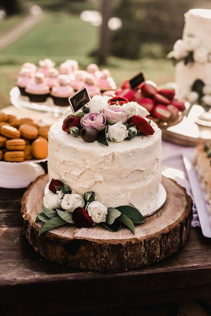 Vibrante-Sentido-Bohemia-boda-recepción-postre-Tabla-Cake-rojo-rosado-Roses