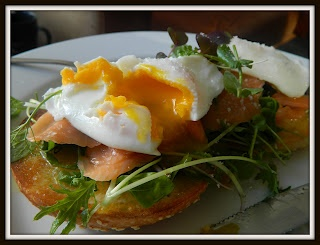 SMOKED SALMON BAGEL WITH POACHED EGGS