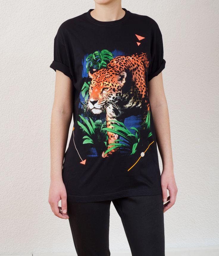 Unisex Black T-Shirt Design : Leopard
