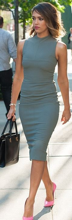 Jessica Alba in pink pumps and gray dress. Genious!