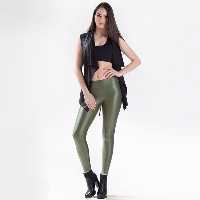 Antrenmanlarınızdan sonra taytınızın üzerinize giyeceğiniz stil parçalar ve topuklularla spor şıklığınızı sokağa taşıyın! Dünyaca ünlü aktif giyim markalarının yeni sezon koleksiyonları Stilefit.com'da.