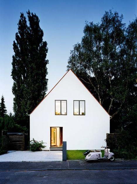 Umgebautes Siedlungshaus: Erdgeschoss fast ohne Trennwände