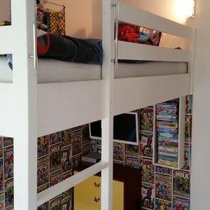 Vi byggde en loftsäng för att få så mycket yta som möjligt.