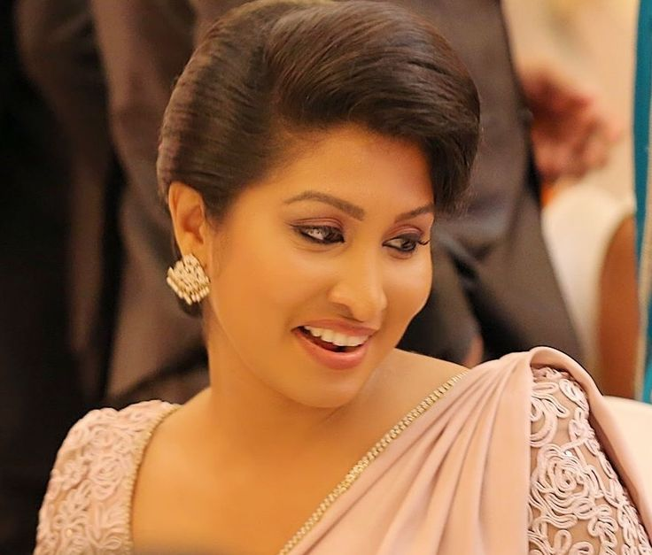 Pin By Chanithri On Wedding Bridesmaid Saree Saree