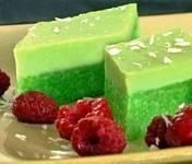 Thai Pandan Sweet Rice Layer Cake  -- http://vietnamesefood.healthandfitnessjournals.com