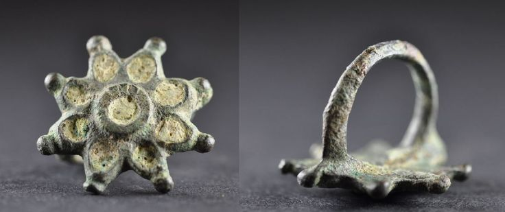 Amlash Luristan bronze ring in shape of flower, 1st millenium B.C. Amlash Luristan bronze ring in shape of flower with enamels, 3 cm diameter bezel, 1.9 cm diameter ring size, 13.2 gr weight. Private collection