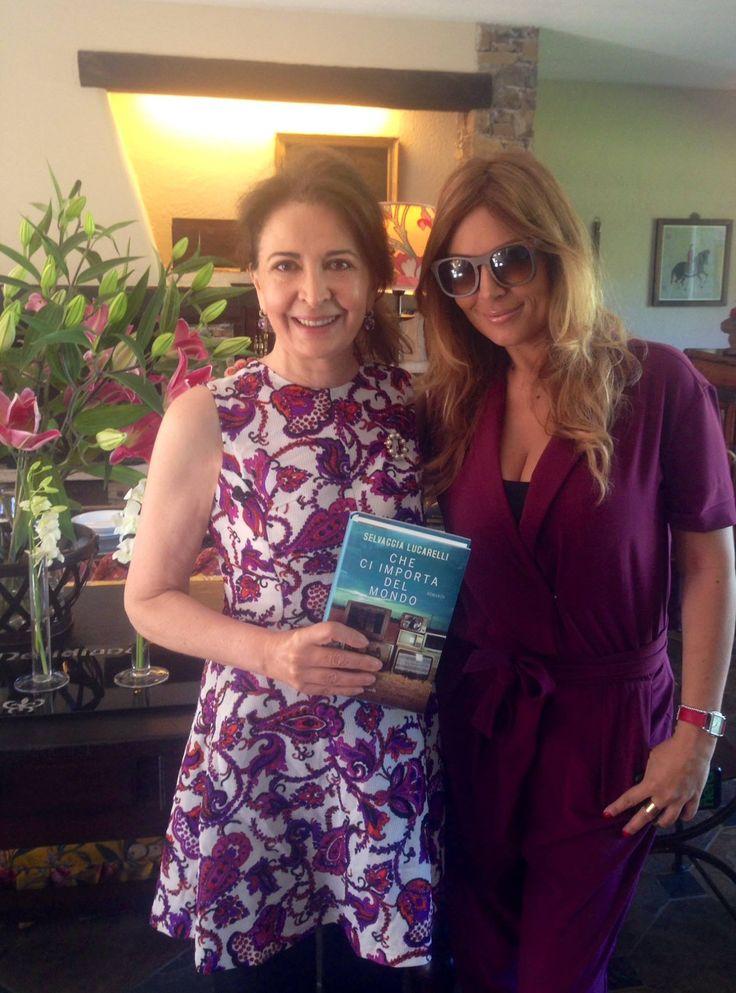 """Selvaggia Lucarelli presenta il suo libro """"Che ci importa del mondo"""".  La foto è stata scattata presso """"La Meridiana Garlenda"""" con Alessandra Segre"""
