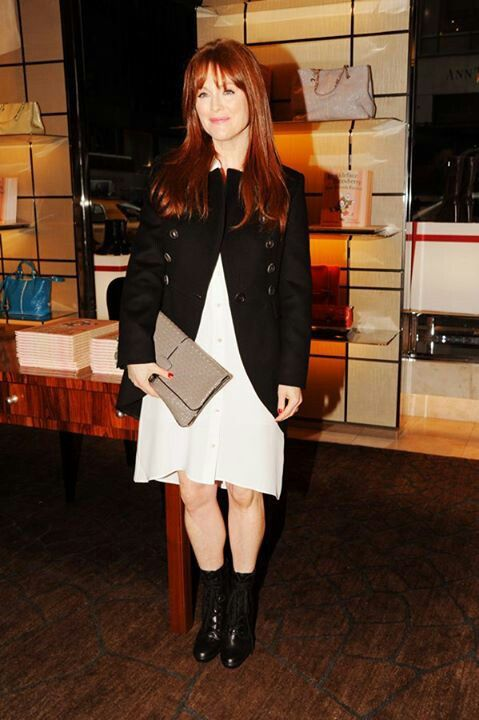 Julianne Moore with a Tod's bag: Dresses Black, Women Dresses, Women Handbags, Clutches, Tods Bags, Black Boots, Famous Tods, Julianne Moore, Moore Style