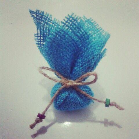 Doğal ip kullanılarak yapılan bu mavi lavanta kesesi nikah şekeri ile sevdiklerinize güzel bir hatıra verin. Burlap, colorful, natural ,blue, Lavender bag, handmade