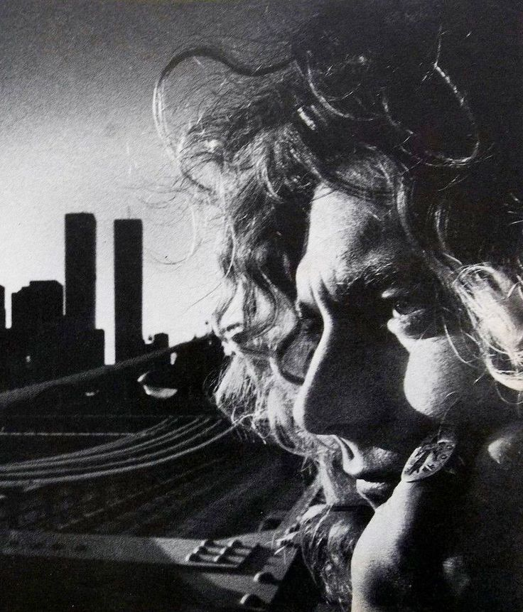 Robert Plant photographed by Peter Simon, 1975.